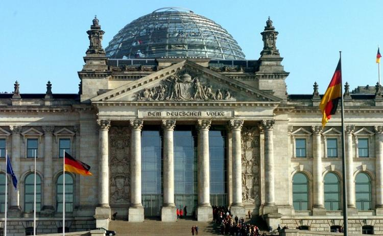 """Удастся ли Бундестагу доказать, что у немцев """"кишка не тонка""""?"""
