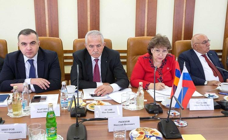 В Ереване стартовало заседание межпарламентской комиссии по сотрудничеству НС Армении и Федерального собрания РФ
