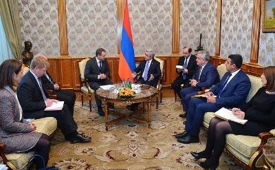 Саргсян и Вапавуори обсудили сотрудничество Армении с Европейским инвестиционным банком