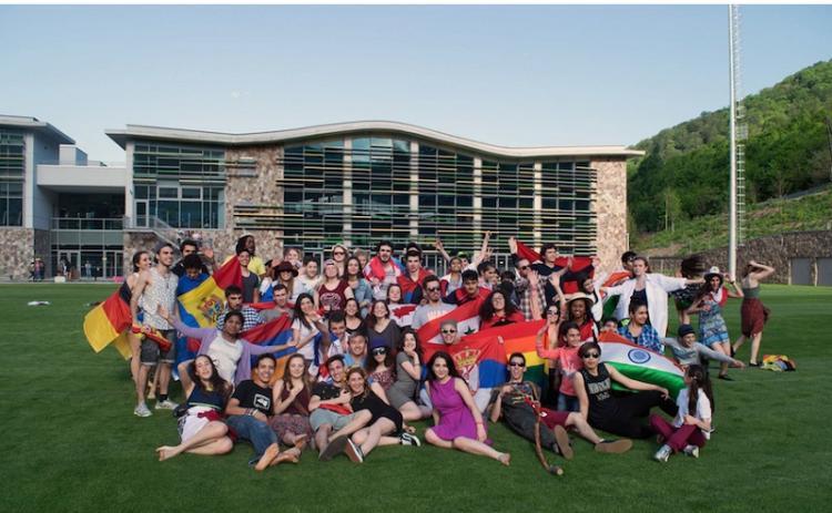 19 армянских студентов поступят в школы UWC в разных странах мира