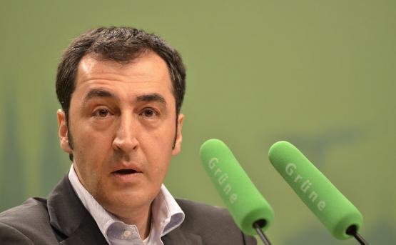 Джему Оздемиру в Ереване вручили медаль Мхитара Гоша