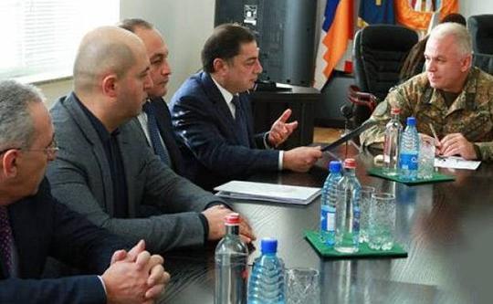 Министр обороны Арцаха принял парламентариев Армении