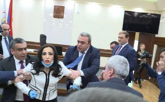 Возбуждено уголовное дело по факту инцидента в Совете старейшин Еревана