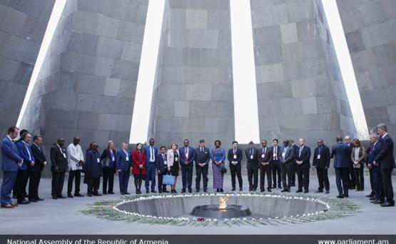 Делегация Франкфонии посетила мемориал «Цицернакаберд»